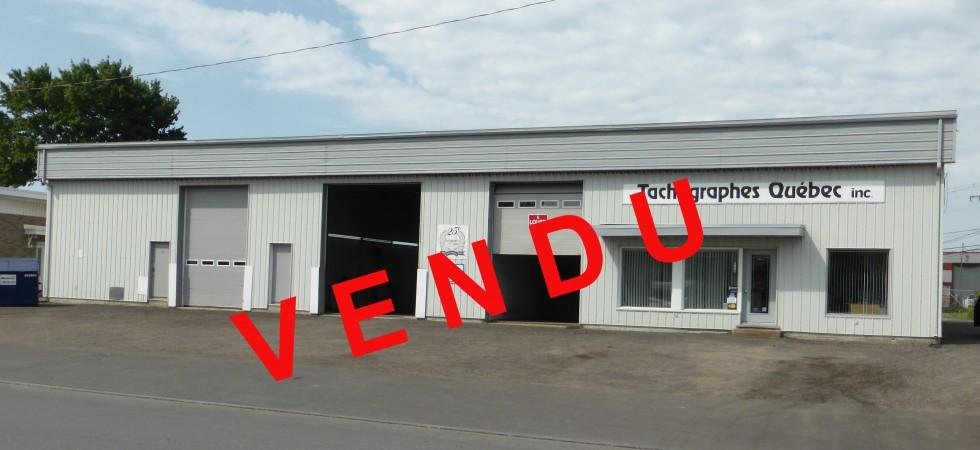 Bâtisse Industrielle à vendre dans le Parc Industriel Cyrille-Duquet, 440 faraday Façade 1